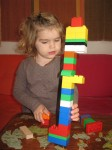 Artemis builds a DUPLO tower Alex Lignereux